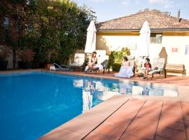 Country Plaza Motel, hotel near Canberra Airport - CBR,