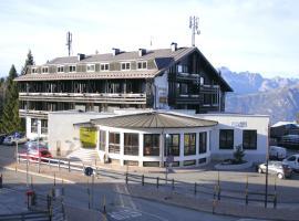 Hotel Dolomiti Chalet, hotel in Vason