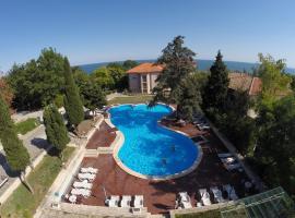 Bisser Hotel - Free Parking - Free Pool Access, hotel in Balchik