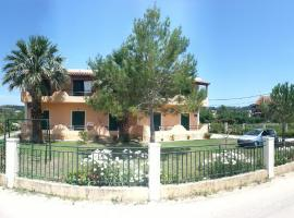 Feakes Apartments, hotel in Arillas
