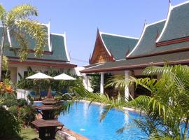 Villa Angelica Bed and Breakfast in Phuket, hotel near Two Heroines Monument, Bang Tao Beach