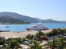 Rouchotas Studios, hotel near Argostoli Port, Argostoli