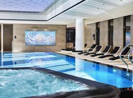 Hilton Tallinn Park, hotelli Tallinnassa lähellä maamerkkiä Viru-ostoskeskus