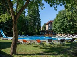 Wellness Hotel Szindbád, hotel near Royal Balaton Golf & Yacht Club, Balatonszemes