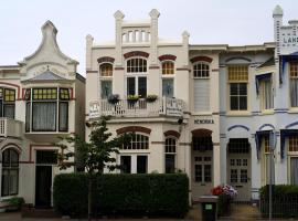 Hendrika Apartments, hotel dicht bij: station Zandvoort, Zandvoort