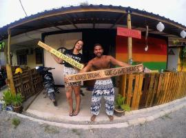 Two Peace House, guest house in Pantai Cenang