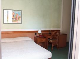 Hotel alla Grotta, hotel in Lazise