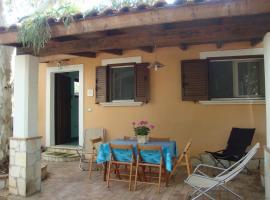 Serena Holiday Home, pet-friendly hotel in Marina di Camerota