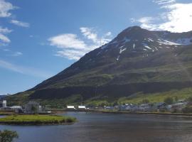 Við Lónið Guesthouse, guest house in Seyðisfjörður