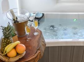 Naxos Island Escape Suites, hotel near Plaka Camping, Plaka