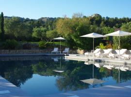 Bdesign & Spa, hotel near Servanes Golf Course, Paradou