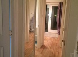 One Bedroom Apartment at 23 Marina Approach, hotel near Northolt, Hayes