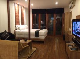 5ive Beach House Hotel, hotel near Pattaya Floating Market, Jomtien Beach