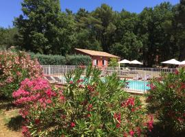 Hotel Les Ambres, hotel in Roussillon