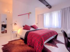 Mons Dragon House, hotel near Sainte Waudru Collegiate Church, Mons