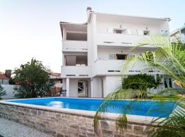 Apartment Ema, hotel with pools in Rogoznica