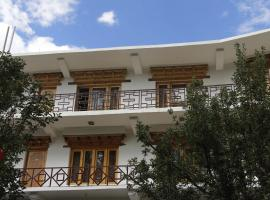 Mentokling Guest House and Garden Restaurant, guest house in Leh