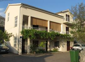 Apartmani Milka, apartment in Starigrad-Paklenica