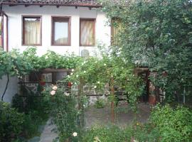 Todorova House, hotel with parking in Zlatograd