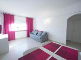 Apartamentos Tio Papel II, hotel near Traces of the Old Castle Wall, Albufeira
