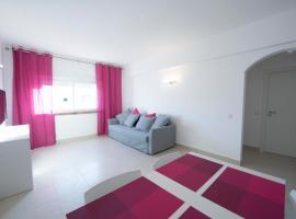 Apartamentos Tio Papel II, hotel near Albufeira Main Bus Station, Albufeira