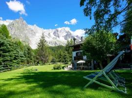 Hotel Locanda Belvedere, hotel near Skyway Monte Bianco, Courmayeur