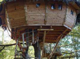 Les Cabanes De Pyrene, luxury tent in Cazarilh