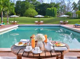 Radisson Jass Hotel, Khajuraho, hotel con piscina en Khajurāho