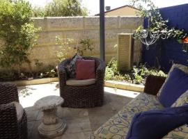 Relax, bright & airy garden Villa, pet-friendly hotel in Perth