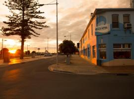 Beach Hotel, hotel in Burnie