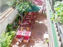 Hôtel Restaurant Du Stade, hotel near Dijon Bourgogne Airport - DIJ, Dijon