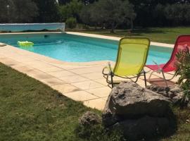 Chinchon, hotel near Provence Country Club Golf Course, L'Isle-sur-la-Sorgue