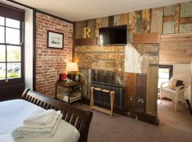 Alma Inn & Dining Rooms, guest house in Harwich