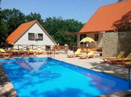 Семейный отель Оранжевое Солнце, отель в Лазаревском, рядом находится Самшитовое Ущелье