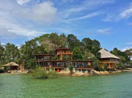 LooLa Adventure Resort, hotel di Telukbakau