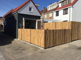 Ferienhaus Glücklich am Meer, pet-friendly hotel in Egmond aan Zee