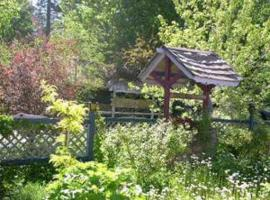 Castle Wood Theme Cottages- COUPLES ONLY, hotel in Big Bear Lake