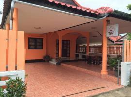 The Colorful House, hotel near U-Tapao Rayong-Pattaya International Airport - UTP,