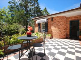 Winston Cottage at Three Sisters, hotel near Katoomba Scenic World, Katoomba