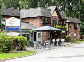Fairways Lodge & Leisure Club, hotel in Manchester