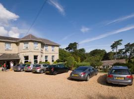 Bourne Hall Country Hotel, hotel near Dinosaur Isle, Shanklin