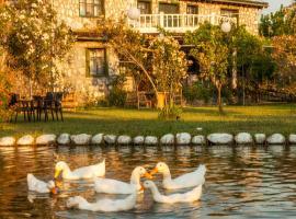 Otantik Tas Ev, hotel in Dalaman