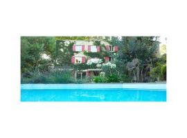 Le Moulin de Picaud, hotel near McArthurGlen Provence Designer Outlets, Grans