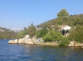 Holiday Home Paradise Beach, holiday home in Šibenik