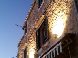 Buena Vis-ta Apartments with the Sea View, hotel with jacuzzis in Vis