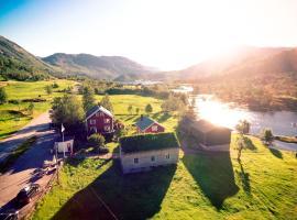 Flatheim, farm stay in Viksdalen