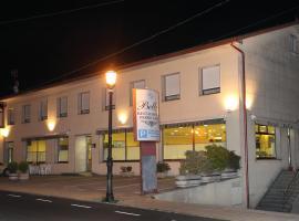 Hotel Bello, hôtel à O Pino  près de: Aéroport de Saint-Jacques-de-Compostelle - SCQ