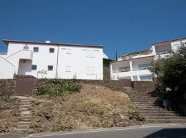 Aparthotel l'Heretat, serviced apartment in Cadaqués