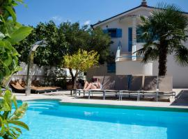 Apartments Villa Pina, hotel in Vodice