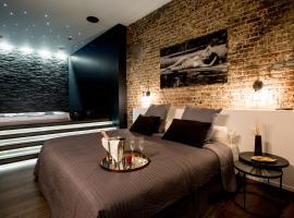 chambre avec jacuzzi sauna privatif, hotel in Brussels
